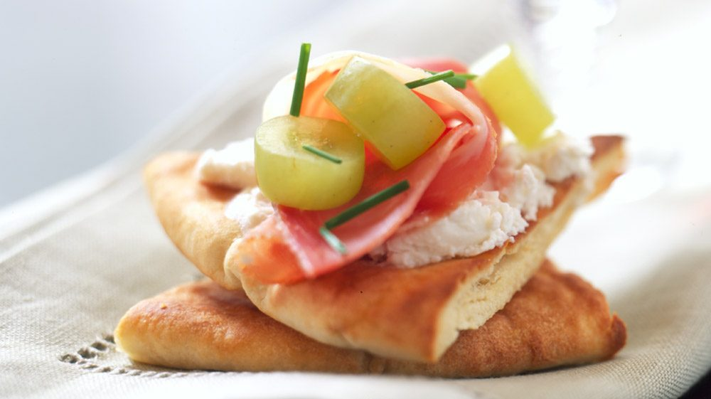 prosciutto-and-pita-triangles