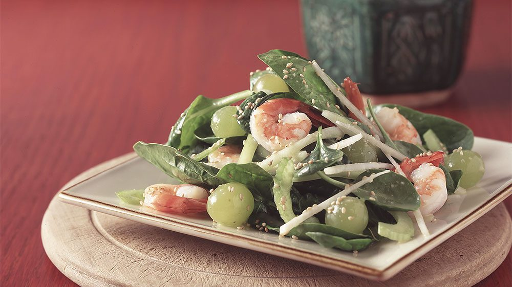 crunchy-spinach-salad-with-shrimp-and-grapes