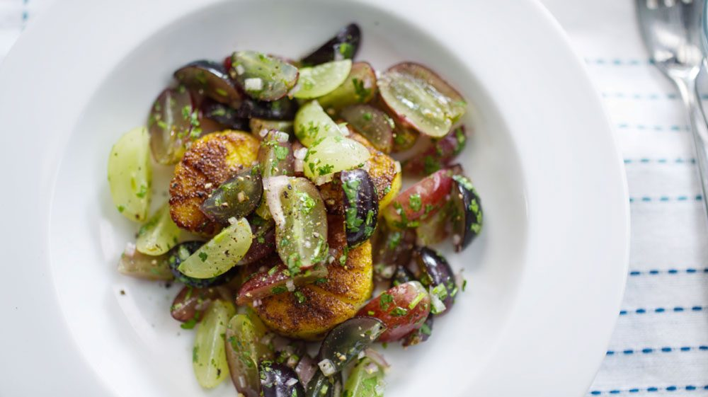 scallops-with-fresh-grape-relish